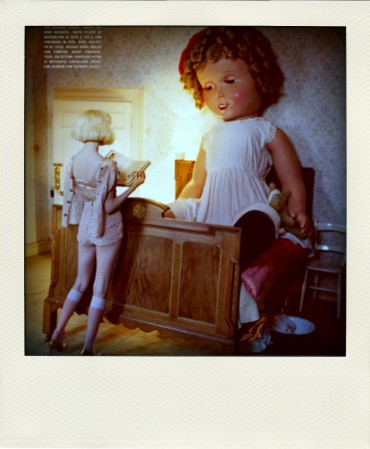 lindsey-wixson-by-tim-walker-for-vogue-italia-fashion-dolls-chicquero-dollhouse-13-pola