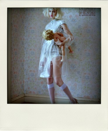 lindsey-wixson-by-tim-walker-for-vogue-italia-fashion-dolls-chicquero-dollhouse-9-pola