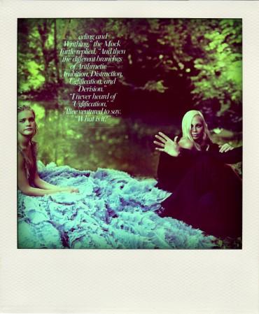 alice-in-wonderland-by-annie-leibovitz-11_donatella_versace-1024x682-pola