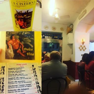 Restaurangägare med osannolikt bra självförtroende. Avbildad på sitt vin, på väggarna och på menyn. Excentrisk och kul.
