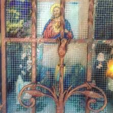Alla altare med Jesusbarnet, Jesus & Maria. Som små dockskåp placerade lite överallt.