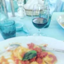 Första kvällen på typisk italiensk restaurang med maffikänsla och flörtiga servitörer som berättade om att Dolph Lundgren varit hos dem 1982.