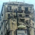 Napoli. Sjukt stor kontrast till Capri. Alla hus är totalt förfallna. Vad händer? Blev lurade av svart rasistisk taxichaufför, blev arg och betalade pyttelite.