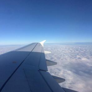 Över molnen på väg mot Neapel.