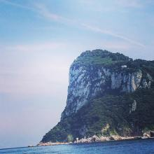 Den fösta uppenbarelsen av Capri på the hydrofoil från Napoli.